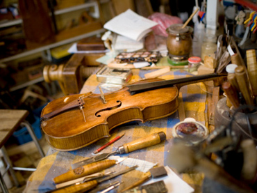 Russian Video: Violin makers in Russia fight to save 500-year-old tradition&#8230;